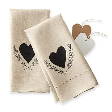 Maybelle Calligraphy Linen Guest Towels, Set of 2, Heart Wreath